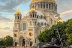30_Якоря у подножия памятника адмиралу Макарову.