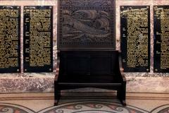15_Памятные доски в галереях собора.