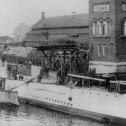 """Фото 5. Фрагмент фото ПЛ """"Акула"""" и """"Минога"""" у достроечной стенки Балтийского завода, 1908 год."""