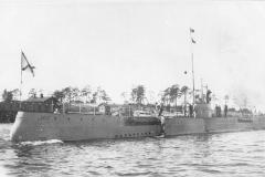 "15) ПЛ ""Акула"" идёт Либавским каналом в гавань Либавы."