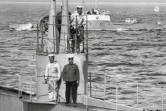 13) Фрагмент снивка: боевая рубка Акулы и члены экипажа.