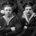 """2. Фрагмент снимка экипажа подводной лодки """"Акула"""", осень 1914 г."""