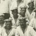 """Фото 2. Передний план снимка экипажа ПЛ """"Акула"""", 1912 год."""
