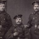 """2. Фрагмент фото двух унтер-офицеров с ПЛ """"Акула"""" и матроса с транспорта """"Европа""""."""