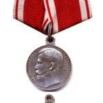 """Нагрудная серебряная медаль """"За усердие"""" на Станиславской ленте."""